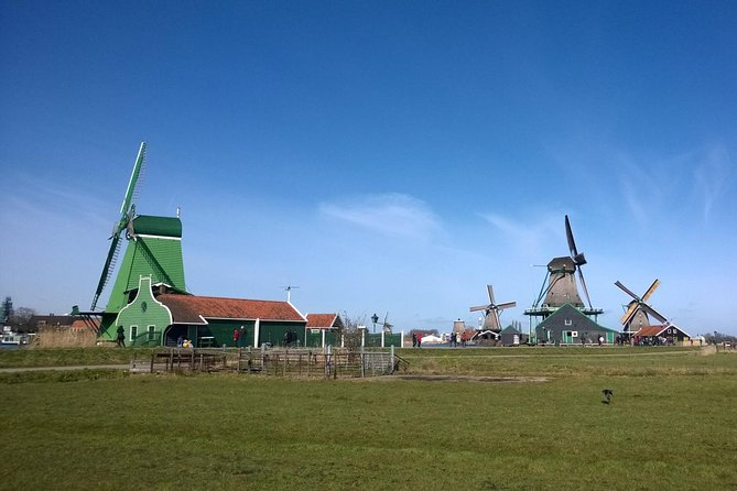 Private tour from AMS airport to Zaanse Schans windmills