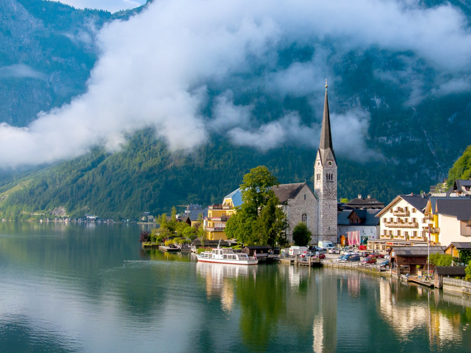 From Vienna: Panoramic Austrian Alps Tour to Hallstatt