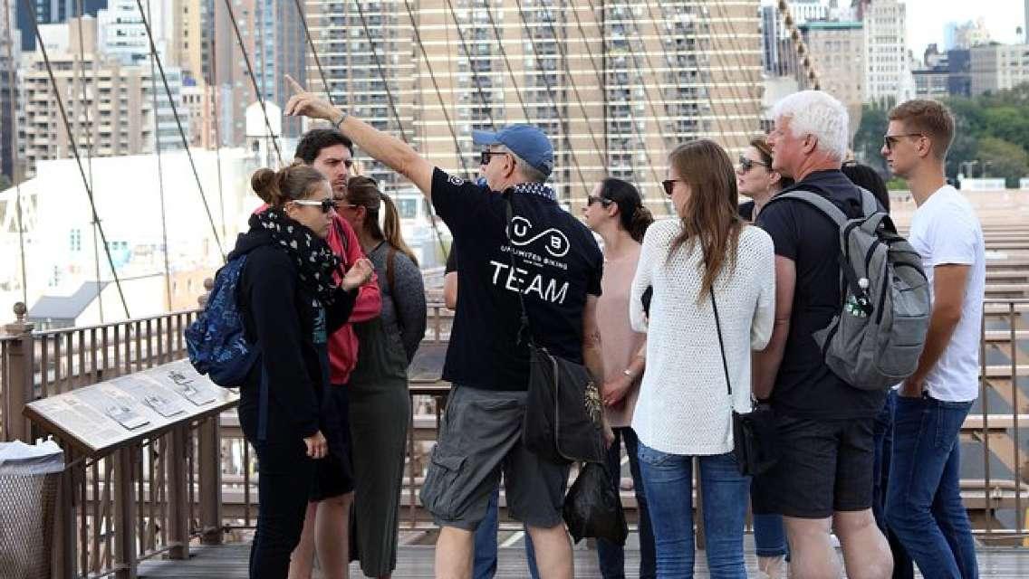 Brooklyn Bridge and Lower Manhattan Highlights Walking Tour