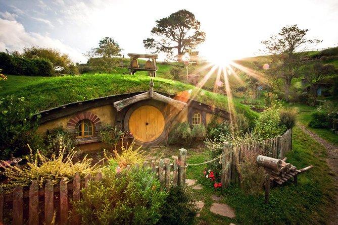 Tauranga Shore Excursion: Hobbiton Movie Set and Rotorua Geothermals Combo