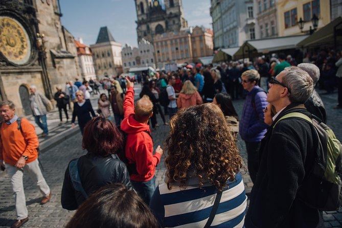 ブルタバ川クルーズとランチ付き少人数グループのプラハ市内ウォーキングツアー