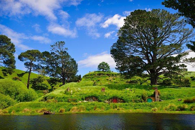 Day Tour Hobbiton + Rotorua from Auckland in Luxury Minibus + optional extras