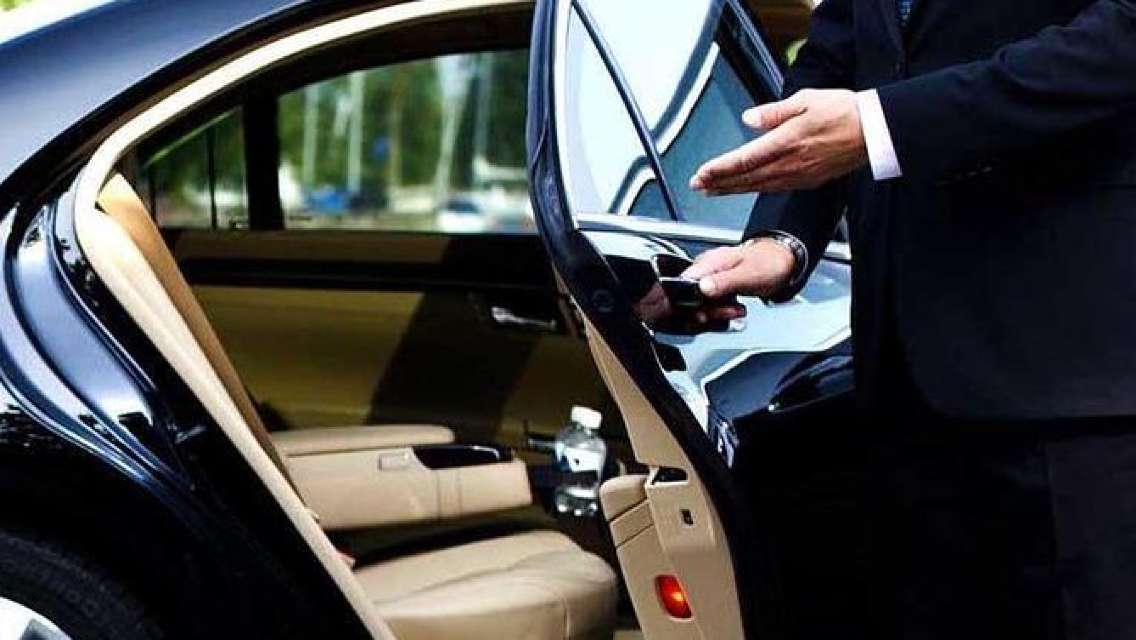 Private Transfer From Hongqiao Airport or Train Station to Shanghai Hotels
