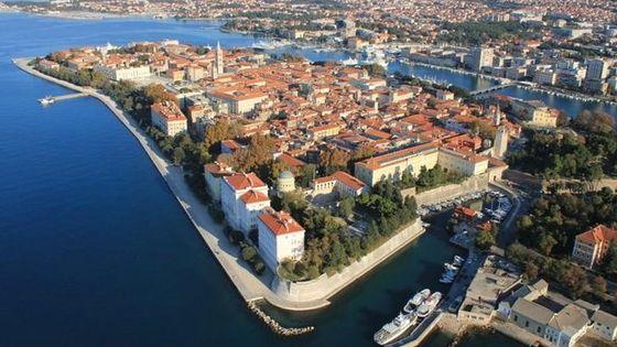 Walking tour of Zadar city