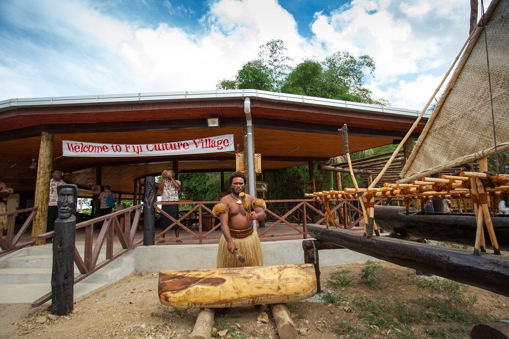 斐濟斐濟南迪文化村夜遊(感受斐濟傳統文化/觀看火把舞/民族表演)