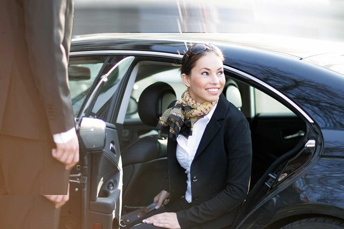 Low Cost Private Arrival Transfer From Manchester Airport to Leeds