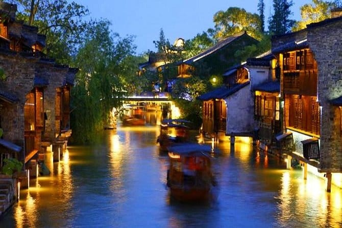 Private Night Tour to Wuzhen Ancient Water Town from Hangzhou with Dinner Option