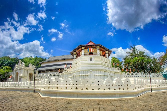 Private Day Tour To Kandy From Kaluthara