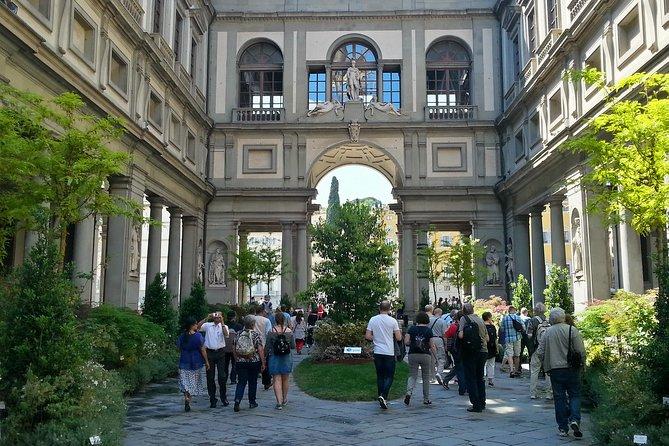 優先入場で行列をスキップ:フィレンツェウフィツィ美術館入場券