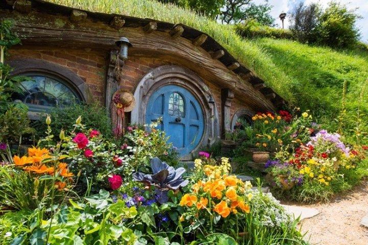 New Zealand Hobbiton and Waitomo Caves Tour (Auckland-Rotorua)