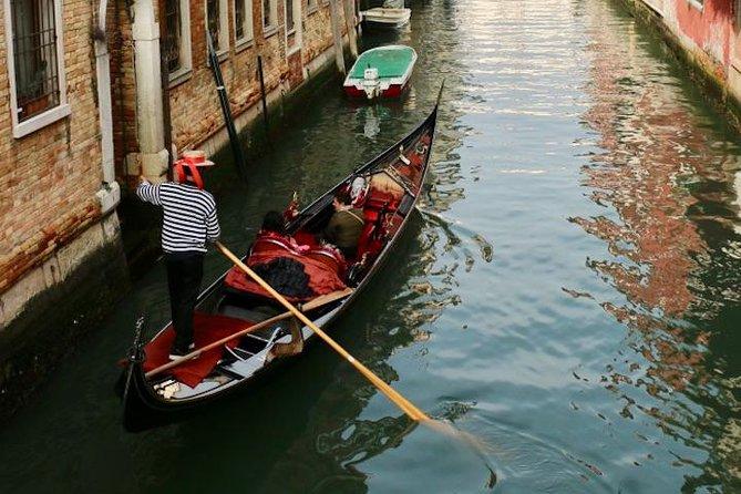 Hidden Venice Express Tour with Saint Mark's Basilica, Rialto and Gondola