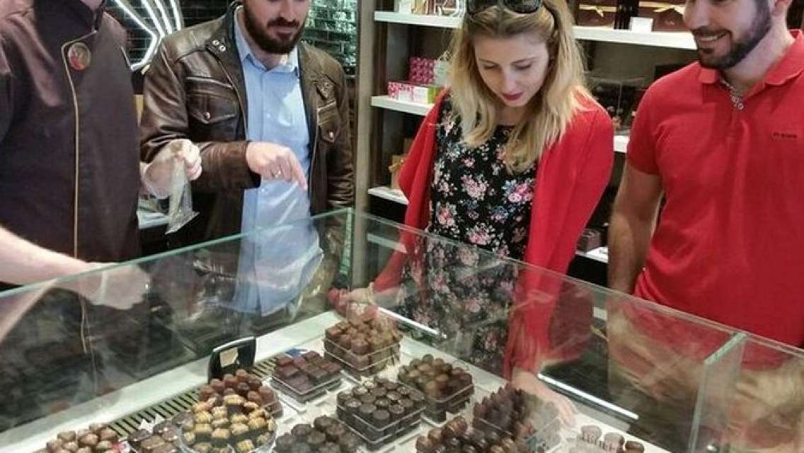 Small-Group English Tea and Desserts Walking Tour in London