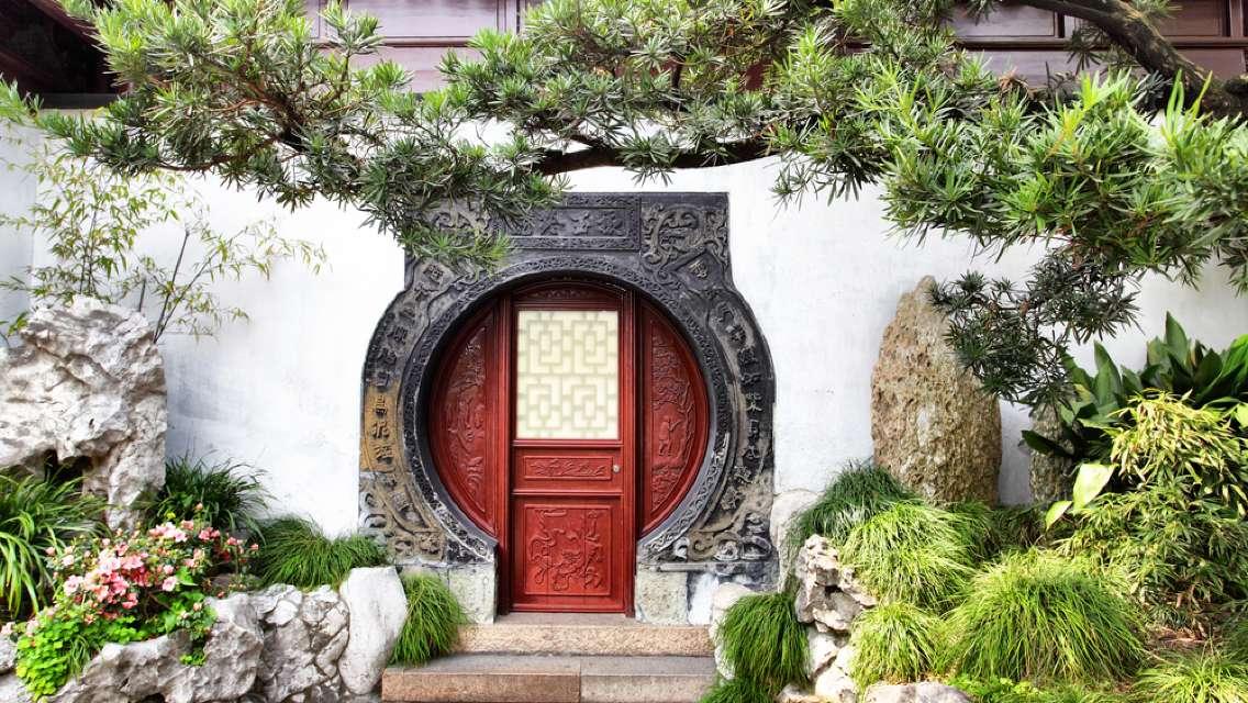 Shanghai Private Tour: River Cruise, Yuyuan Gardens, Tianzifang and Wonton Cooking Class
