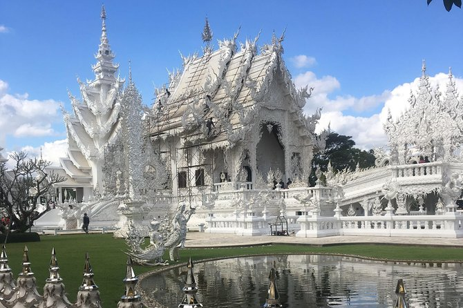 Chiang Rai : Join tour One day White temple + Black museum + Blue Temple