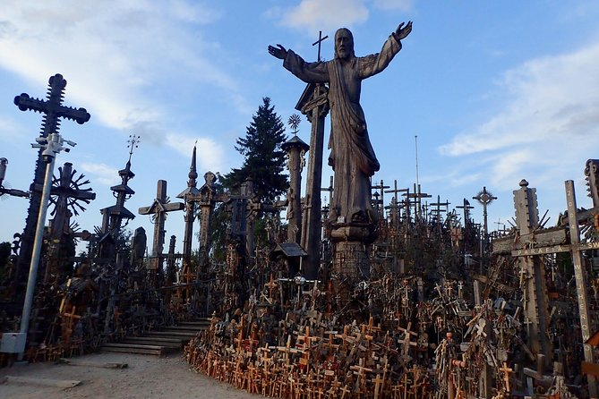 Full Day Trip: Hill Of Crosses and Pakruojis Manor