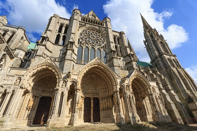 Chartres and its Cathedral (5 Hours)