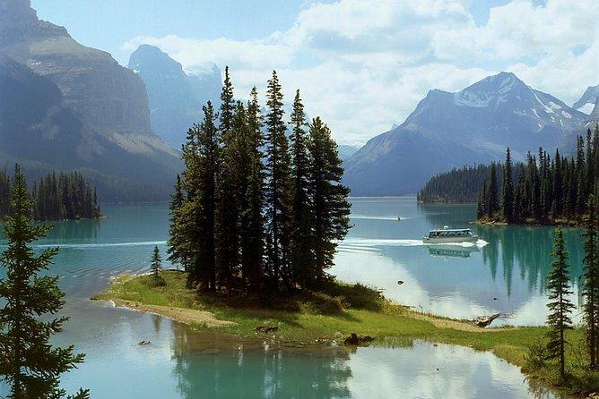 Jasper National Park Tour: Maligne Valley, Medicine Lake and Spirit Island