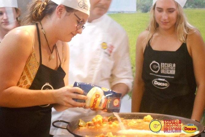 Valencia Paella Cooking Class with Mercado Central Visit