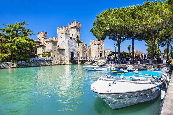Guided tour in Sirmione with motorboat tour