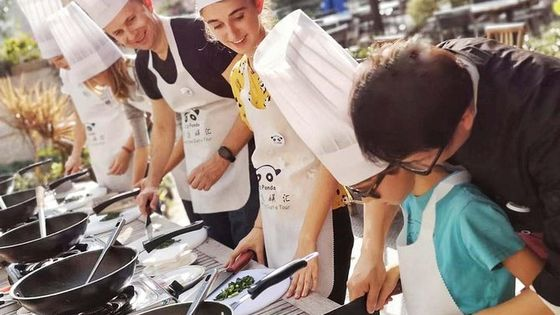 4-Hours Private Sichuan Cooking Class including Local Wet Market Visit