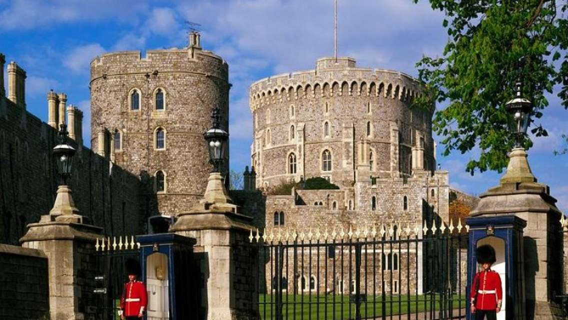 Private One Way or Round Trip Transfer : London to Windsor Castle or LEGOLAND