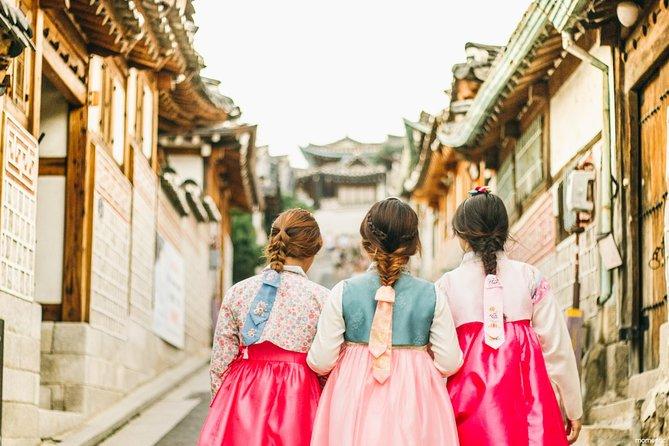 24-Hour Hanbok (Traditional Korean Dress) Rental in Seoul