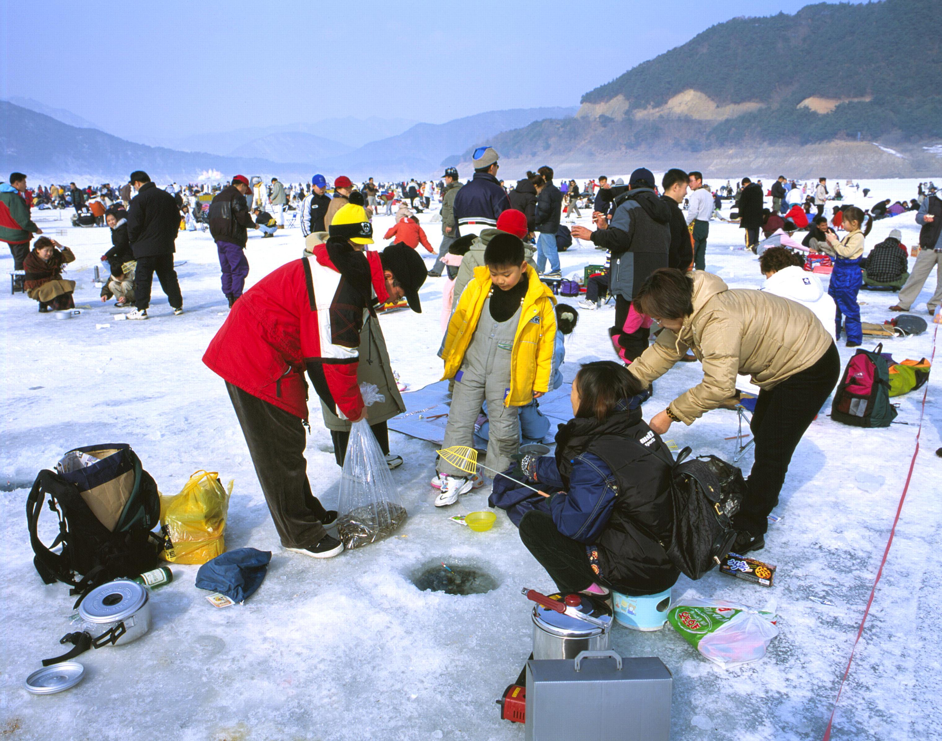 韓國冬季慶典-平昌鱒魚節 帳篷冰釣體驗 (含釣魚用具+椅子)