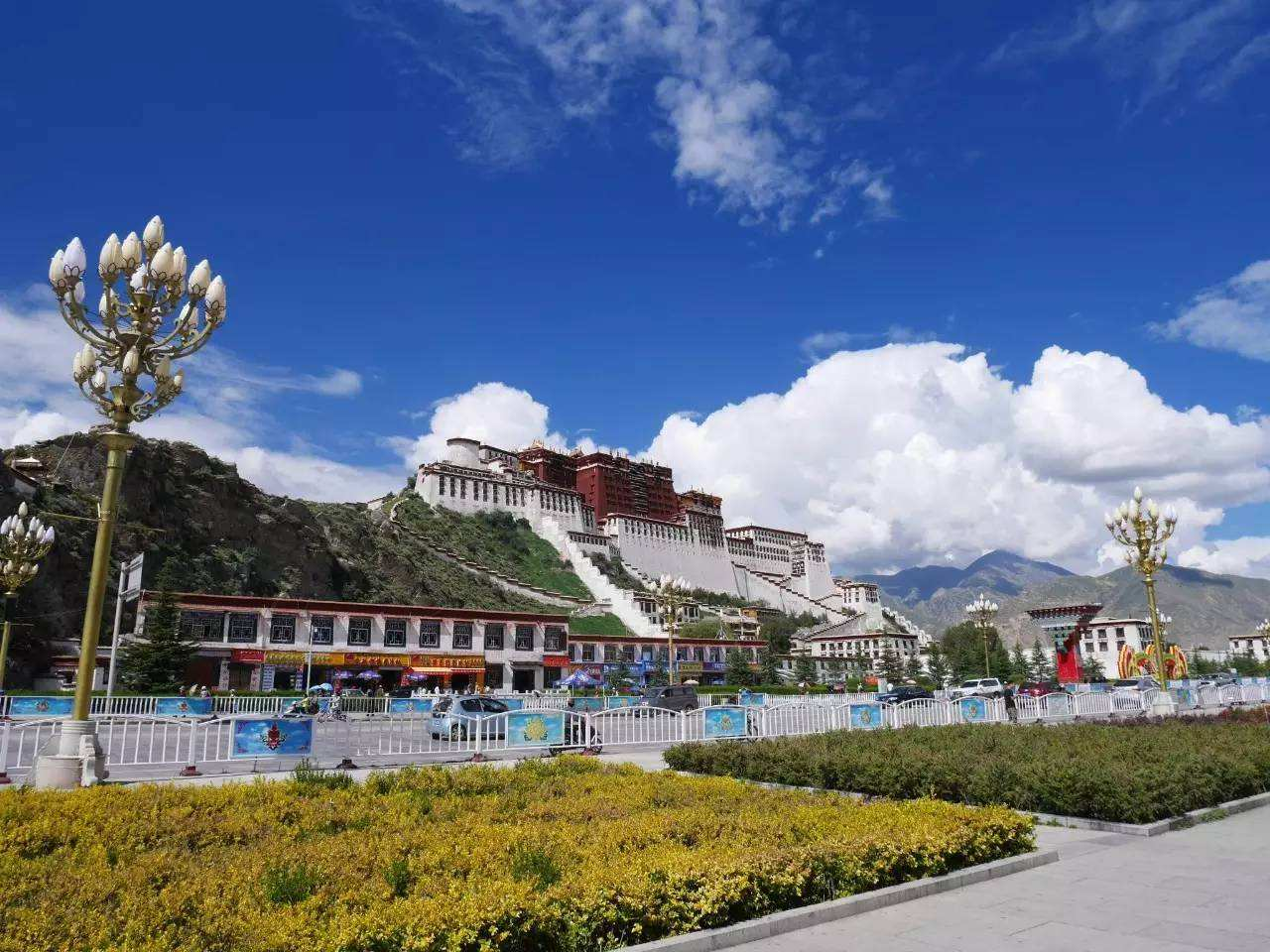 Private 8-Day Tibet Tour from Lhasa Including Everest Base Camp
