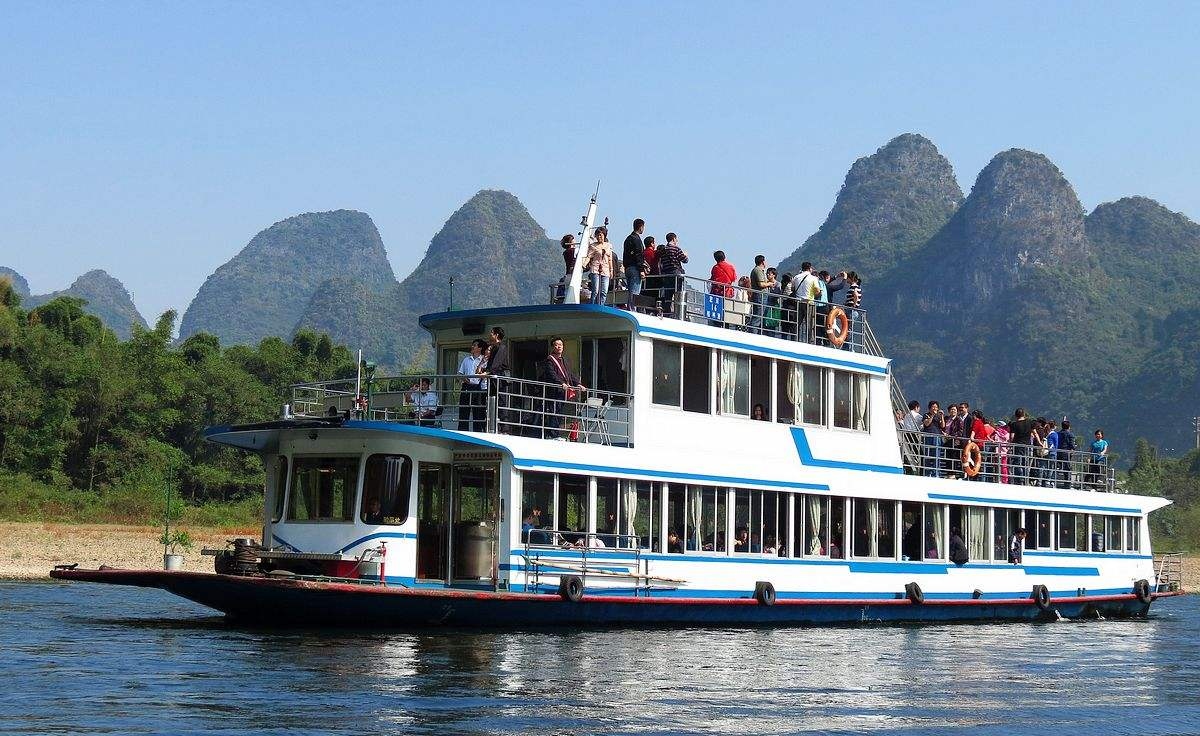 Li River Cruise and Yangshuo Group Day Tour from Guilin