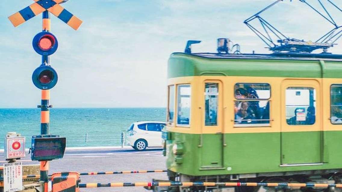 Kamakura and Enoshima for Train Lovers: Private Tour