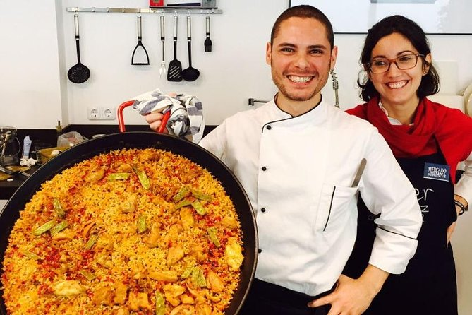 Interactive Spanish cooking class and dinner in Triana market