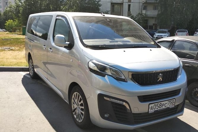 Minivan Taxi from Moscow to the Domodedovo airport (DME)