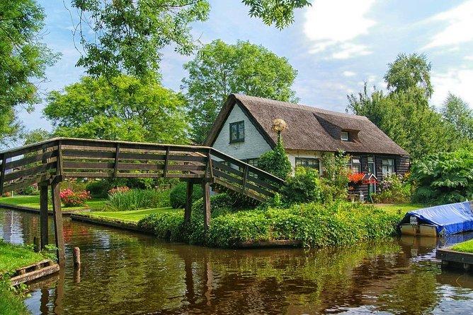 Sightseeing tour to Giethoorn, Zaanse Schans and Volendam from Amsterdam