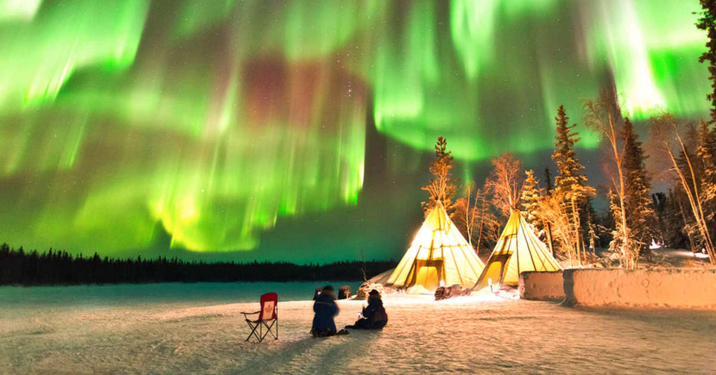 Yellowknife, Great Slave Lake Ice-Fishing & Dog Sledding & Aurora Viewing One Day Outdoor Tour