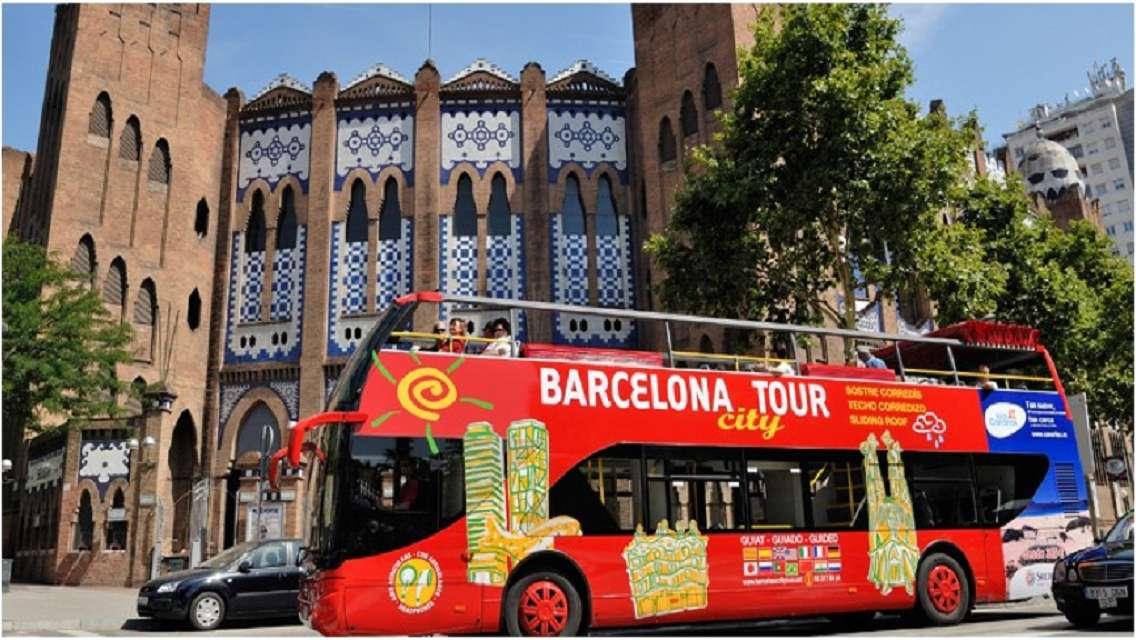 Hop-on Hop-off Barcelona City Tour [Free WIFI]