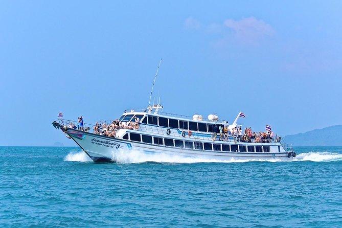 プーケット発フェリーとスピードボートで行くクラビ周辺諸島の終日ツアー