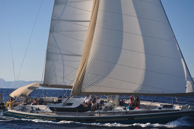 Mykonos: Small-Group Sailing Yacht Cruise to Rhenia and Guided Tour of Delos