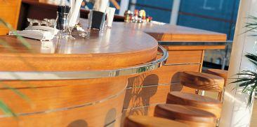 Lo Spinnaker池畔酒吧