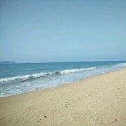 阳光普照下的大海