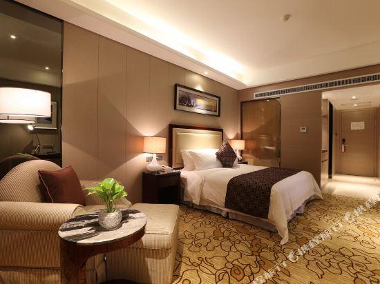 碧桂園空港鳳凰酒店(廣州新白云機場店)豪華大床房
