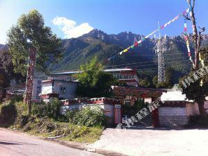 波密盔甲山藏式家庭旅館