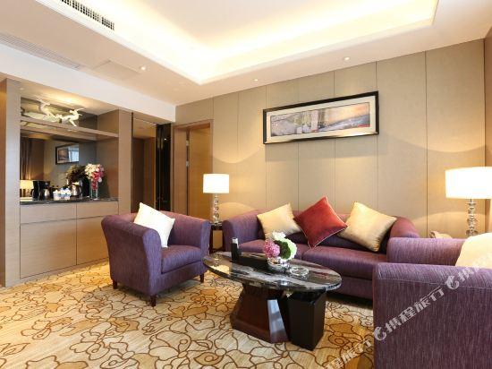 碧桂園空港鳳凰酒店(廣州新白云機場店)豪華大床套房