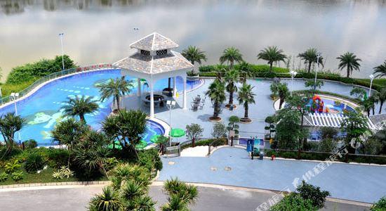 佛山高明碧桂園鳳凰酒店(Gaoming Country Garden Phoenix Hotel)游泳池全景