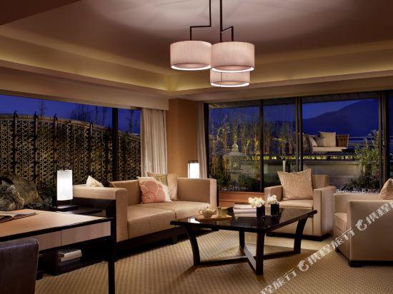 京都麗思卡爾頓酒店(The Ritz-Carlton Kyoto)Suite TSUKIMI, 1 Bedroom Larger Suite, 1 King, Mountain view (Display)