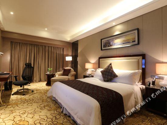 碧桂園空港鳳凰酒店(廣州新白云機場店)高級大床房