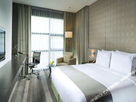 曼谷素坤逸假日酒店(Holiday Inn Bangkok Sukhumvit)尊貴客房