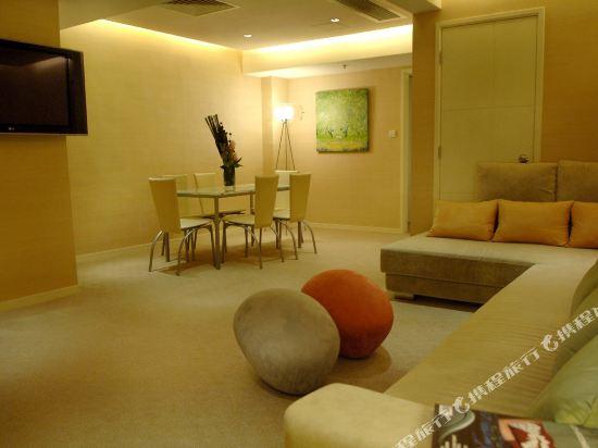 香港麗悅酒店(Cosmo Hotel)麗悅雙房間套房