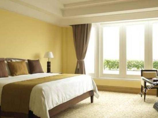 新加坡富麗敦酒店(The Fullerton Hotel Singapore)海峽中庭俱樂部房