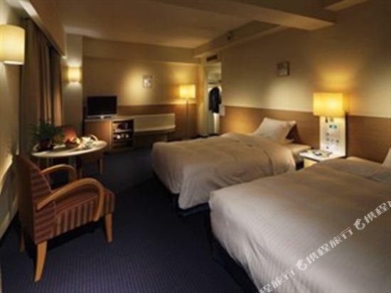 大阪麗嘉皇家酒店(Rihga Royal Hotel)塔翼 標準三人房 (雙床房3名用)