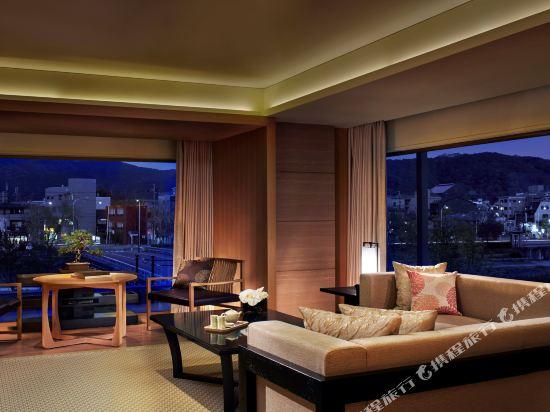 京都麗思卡爾頓酒店(The Ritz-Carlton Kyoto)轉角套房帶榻榻米